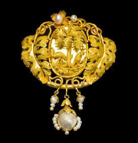 Emu and kangaroo brooch: 18 ct gold, Australian pearls, Hogarth, Erichsen & Co, Sydney, about 1858. With rare mark: 'Hogarth Erichsen'. Private collection